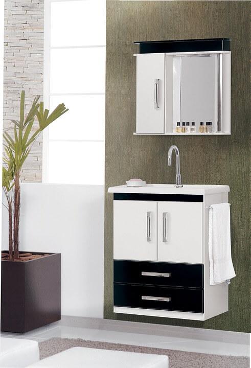 Łazienka w biało - czarnych kolorach